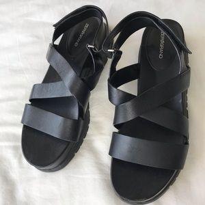 Trendy black urban outfitters sandals platformed